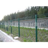 【行业推荐】公路护栏网、三角折弯公路护栏、折弯护栏、公路隔离