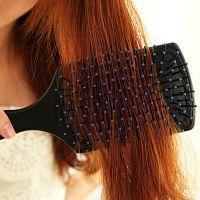 明星推荐 简单创意 美发保健气囊梳 按摩梳 头皮好舒适大梳子
