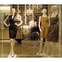 【名设网服装店铺设计】运动服装店橱窗模特架子陈列摆位技巧