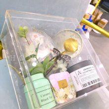 亚克力材质的礼盒越来越受到新人们的青睐啦,比起传统的纸品礼盒,亚克力更显的大气精致,不单单可以作为礼