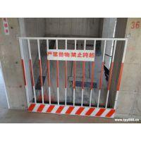 济宁市金乡县生产厂家人货电梯安全门 工地施工电梯防护门 基坑围栏网 喷塑