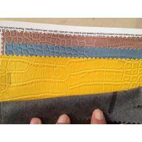 供应鳄鱼纹箱包革 水刺 无纺布底 喷涂效果 实价13.5元/米