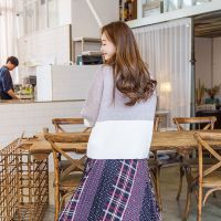 蜂后国际广州石井尾货批发市场怎么去折扣女装 杭州外贸尾货服装批发市场在哪里深蓝色蕾丝衫