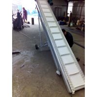 锦州波状挡边爬坡输送机 带防尘罩装卸货传送带