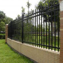 广东广州厂区围墙护栏 运动场铸铁栏杆 锌钢栅栏定制