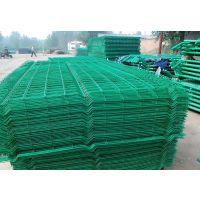市政用桃型柱护栏网——公路防护用三角折弯护栏网一诺专卖