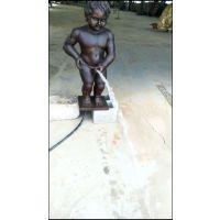 重庆铜人物雕塑 铜小孩撒尿水景雕塑低价制作