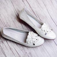 一件代发夏季白色镂空皮鞋包头凉鞋中年女士妈妈鞋休闲舒适软底平