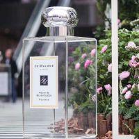 大型透明亚克力装饰香水瓶摆放展示有机玻璃制品可定制