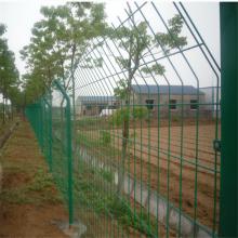 焊接优质防护网围栏 圈地围栏网什么品牌好 优盾供应全国高速护栏网