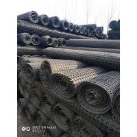 广西省东兴市双向拉伸塑料土工格栅的材质是PP聚丙烯,宽度可达6米,长度50或100