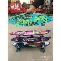 儿童新款四轮滑板车闪光防滑手提鱼板青少年单翘滑板小鱼板刷街板