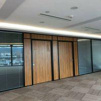 深圳办公室设计装修铝合金间隔墙