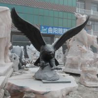 厂家直销 石雕鹰雕刻 青石动物雕刻 园林室内户外饰品 石雕雄鹰摆件
