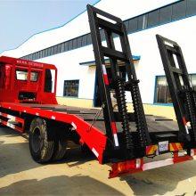 新楚风单桥挖机平板拖车采用经典款豪华驾驶室