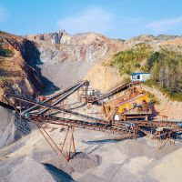 石料厂使用圆锥破碎机制砂机组合的注意事项