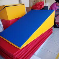 七彩光儿童运动馆体适能感统训练大斜坡幼儿园早教中心游戏软体可折叠三角垫