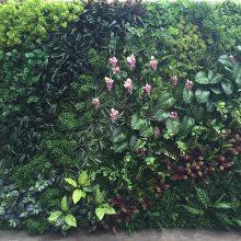 仿真植物墙多少钱一平方,怎么做装饰绿植墙好看,草皮墙的效果图片,东莞卖塑料假花的厂家
