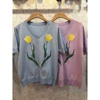 夏季薄款V领短袖T恤女装新款刺绣花朵图案冰丝曲珠针织衫工厂直批