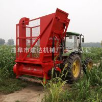 青储饲料回收机型号 大型拖拉机牵引收割秸秆视频