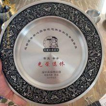 水务局干部光荣退休纪念品定制 公司领导退休送什么礼品好 水晶奖牌