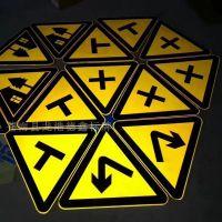 德鑫交通标牌专业定制交通反光标牌供应反光道路三角形指示标牌