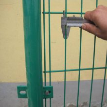 云南围墙铁丝网 防护铁网围栏多钱一米 圈地铁丝网