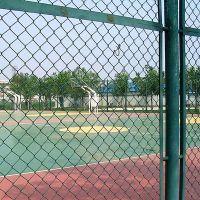 西安体育场护栏网 浸塑勾花网护栏 陕西运动场围栏网
