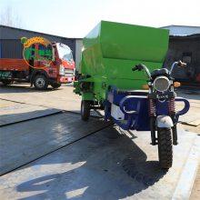 养殖场全自动喂料车 双侧出草喂料机 自驾式三轮撒料车润华