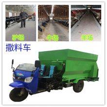 肉牛喂养投料机 柴油撒料机价格 双侧自动撒料车
