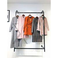 武汉品牌折扣女装店播牌风衣货源到广州石井女装批发市场新款组货包