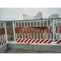 基坑护栏安全网 建筑垫基防护网 施工场地安全护栏原材料为高强度低碳钢丝