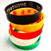 厂家直销原创设计宗教结缘彩色软胶手腕带五色财神咒语硅胶手环