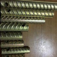 将钢筋端部的纵肋和横肋剥掉 滚轧成普通螺纹 用直螺纹钢筋连接套筒连接
