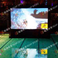 泳池管新颖娱乐设备 充气电影屏幕 可让嬉水者心情更放松舒畅