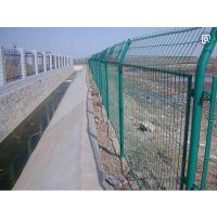 供应铁路专用防护栅栏1.8米*3米多钱一米