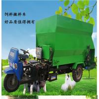 润华定做撒料车 牛羊专用喂草机 电动三轮的投料车