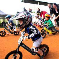 平衡车儿童无脚踏自行车宝宝助步车两轮滑行滑步脚划小孩2-6岁