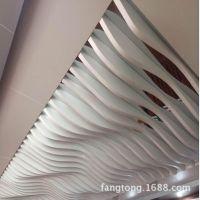 弧形铝方通 木纹色造型铝方通生产厂家  定制办公室天花吊顶幕墙