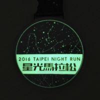 工厂定制 创意荧光奖牌 夜光马拉松跑步奖牌 赛事发光奖章