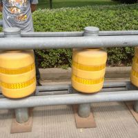 高速公路旋转护栏滚筒护栏滚筒式旋转护栏eva旋转桶护栏