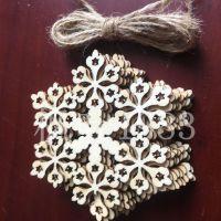 批发天然木头多款镂空雪花 激光雕刻木片 木质圣诞树节日装饰挂件