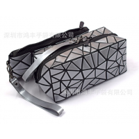 免费拿样日本热销菱格图案袋 几何折叠化妆品收纳洗漱包批发现货