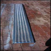 镀锌冲孔网 墙面吸音板 爬架网 鳄鱼嘴防滑板