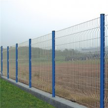 中山铁丝网围栏 桃形柱护栏网 绿化中央隔离网 战斧式围栏网