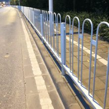 小蛮腰段市政隔离栏 珠海大街防撞栏价格 中山大街护栏