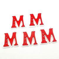 DIY饰品配件红色字母M字钥匙扣木质木扣装饰木片耳环吊坠挂坠现货