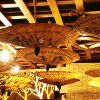 东南亚特色工艺品伞厂家定制 创意怀旧手工彩绘婚礼用伞纸伞雨伞批发 泰国油纸伞直销