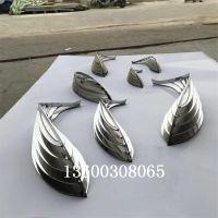 房地产水池不锈钢菱形鱼雕塑 不锈钢几何鱼群雕塑安装效果大图