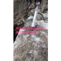 液压劈裂棒拆除大型岩石的设备